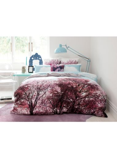 A day-dreamer will be sure to delighted with this duvet cover set which features radiant spring flowers, open wide blue skies and fluffy clouds in this digitally printed design.