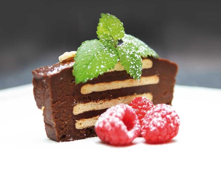 Cocosa-kake (aka Delfia-kake) med Cocosa Extra Virgin kokosolje, Cocosa sukker og 70 % sjokolade. Full oppskrift: http://www.soma.no/oppskrifter/bakverk/cocosa-kake