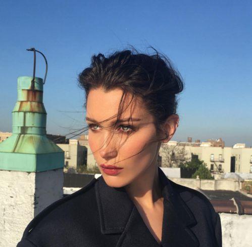 Bella Hadid on set http://www.vogue.fr/mode/mannequins/diaporama/la-semaine-des-tops-sur-instagram-avril-2016/33284#bella-hadid-on-set