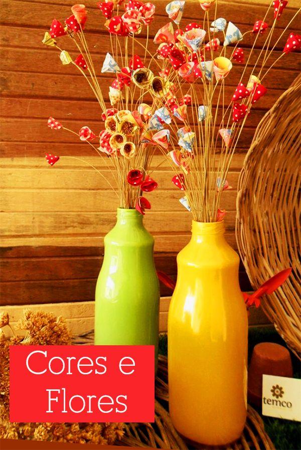 No nosso post anterior pintamos as garrafas coloridas e agora a dica é para decorá-las! Uma ideia simples de executar e com um efeito bem bacana, são essas flores secas com tecidos. Quer aprender a fazer?...