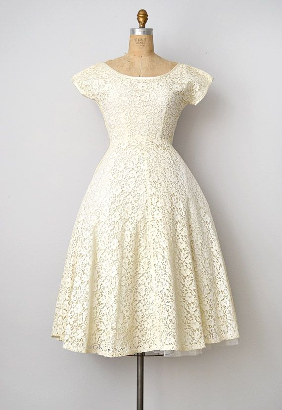 vintage 1950s cream lace wedding dress
