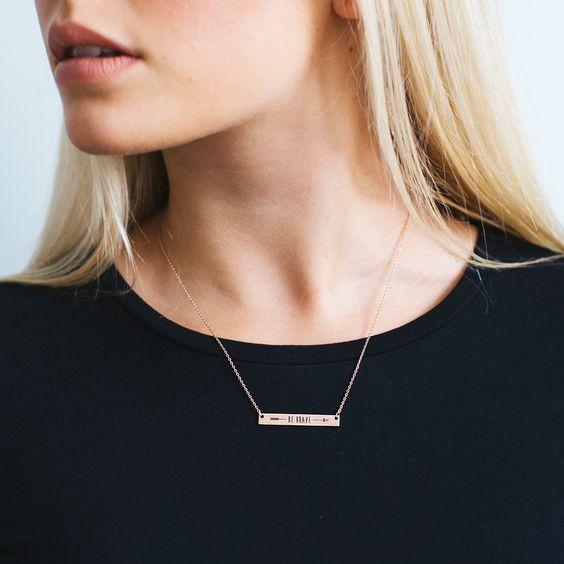 Collier fantaisie tendance 2017 Découvrez la nouvelle collection de Collier fantaisie tendance 2017 chez Chic bijoux.Ce jolie collier très féminin va habiller délicatement votre décolleté. Adopt…