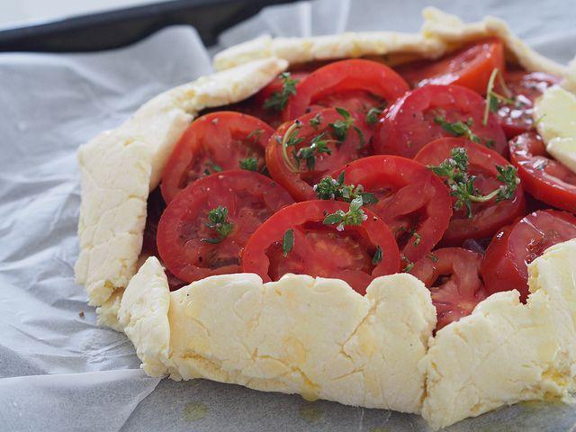 Tomato and caramelised onion tart for Christmas (gluten free + vegetarian)