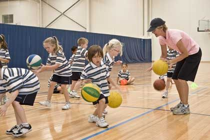 La iniciación deportiva en la enseñana primaria: los juegos modificados. Arturo López.