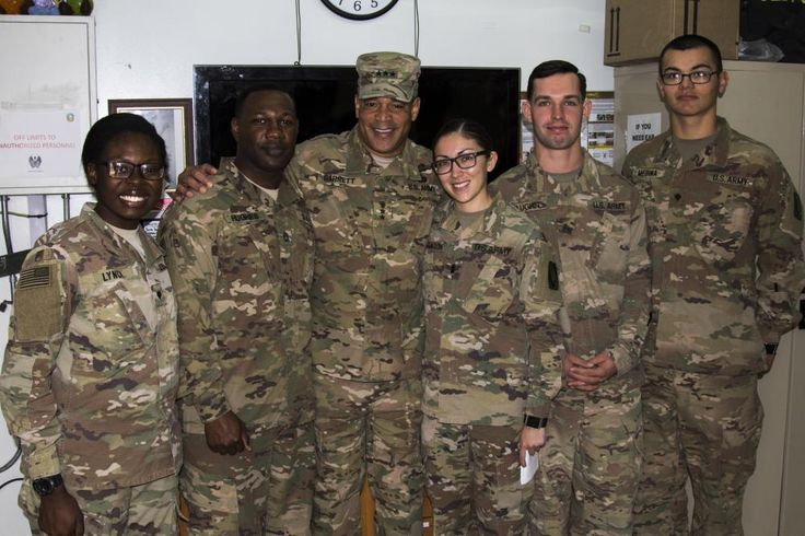 LT Angelica Aragon, PA for 44th ADA meets with LTG Garrett, Commander for US Army Central Command.
