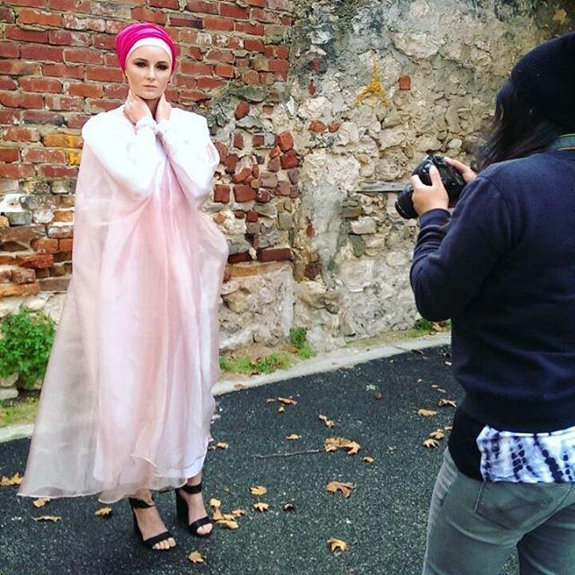 #EIDCAMPAIGN featuring the PINK FLOSS organza kaftan by designer label @zonashahrukh ♢ view more on www.kazecastudio.com ♢ Model: @rikkibremner Makeup+styling: KAZECA crew : @its_fizah  #perth #perthfashion #perthlife #perthisok #perthfashiondesigner #australia #fashiondesign #fashiondesigner #modestfashion #abayafashion #mua #eid #model #styleblogger #fashionblogger #streetstyle #teaparty #photography #beauty #photographer #photoshoot #fashionphotoshoot #hijabfashion #stylist…