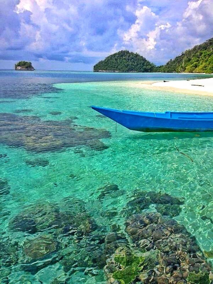 Ontdek één van de duizenden eilanden. http://www.333travelblog.nl/2012/09/once-in-a-liftime-indonesie/