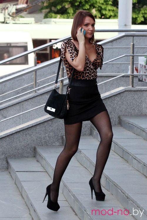 Уличная мода в Минске. Жаркий май 2013 (наряды и образы на фото: леопардовая блуза, чёрная сумка, чёрная мини-юбка, чёрные колготки, чёрные шпильки)