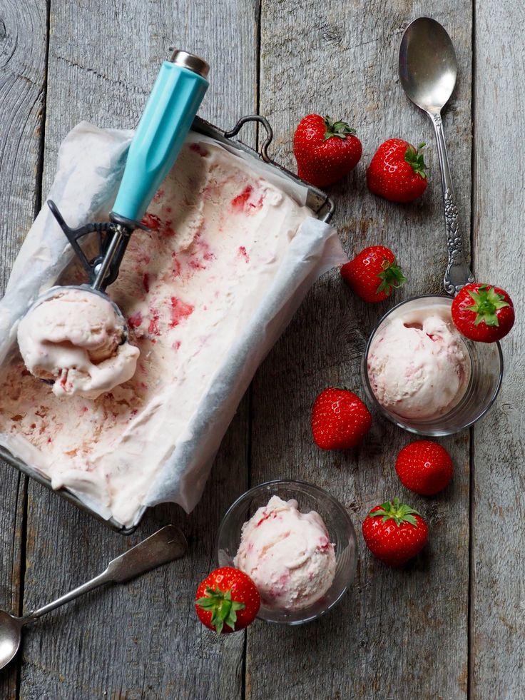 Det stemmer . du trenger ikke iskremmaskin for å lage deilig fløyelsmyk is. Bare prøv denne oppskriften og bli overbevist selv ;)