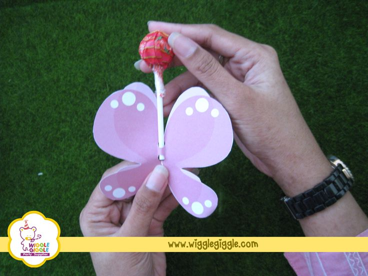 3.Insert the lollipop into the butterfly, and..... Visit us at www.wigglegiggle.com