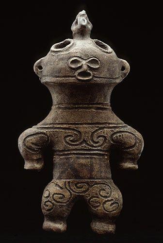 Dogu «à Lunettes de Neige» Jômon final (1000-300 avant notre ère) Terre cuite  Section Japon du musée Guimet