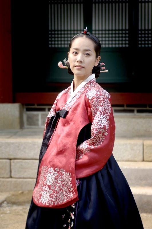 actress Han Ji Min in  beautiful royal hanbok from Yi San drama