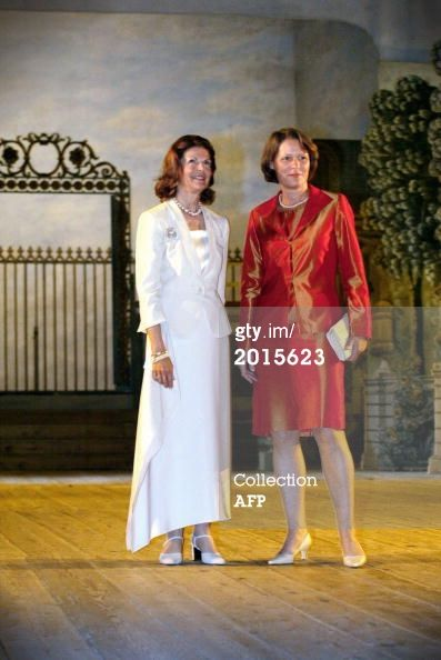 Queen Silvia of Sweden (R) poses with Christina Rau, wife of German President Johannes Rau, 20 May 2003 on the stage at the Old Drottningholm Theatre, West of Stockholm . AFP PHOTO HENRIK MONTGOMERY / PRESSENS BILD / (Photo credit should read HENRIK MONTGOMERY/AFP/Getty Images)
