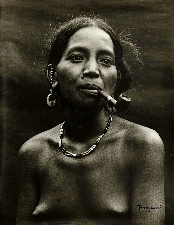 PHILIPPINES Woman from Kalinga Mountain Province. Photo by Eduardo Masferré