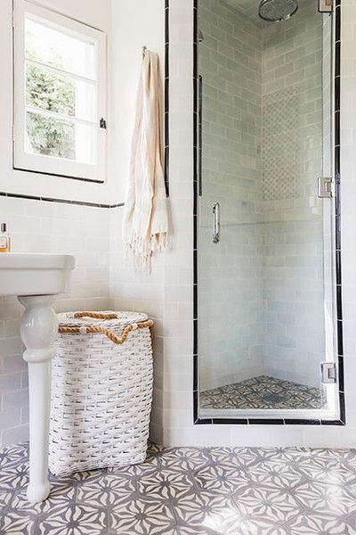 Best 25+ Corner showers ideas on Pinterest | Small bathroom showers Transitional shower doors and Glass shower & Best 25+ Corner showers ideas on Pinterest | Small bathroom ... Pezcame.Com