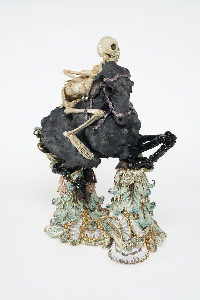 Apocalyptische ruiter, Carolein Smit in museum Beelden aan Zee van 30.10.15 t/m 7.2.16