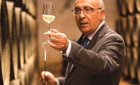 Uno de los cinco mejores enólogos del mundo es español: Antonio Flores de González Byass y se lo han reconocido en los premios International Wine Challenge.