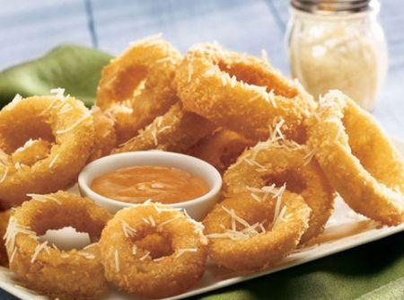 Anéis de Cebola Empanados - Veja como fazer em: http://cybercook.com.br/receita-de-aneis-de-cebola-empanados-r-2-14714.html?pinterest-rec