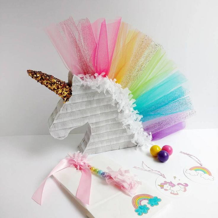 Unicorn Piñata by Lisa Frank Parties                                                                                                                                                                                 Más