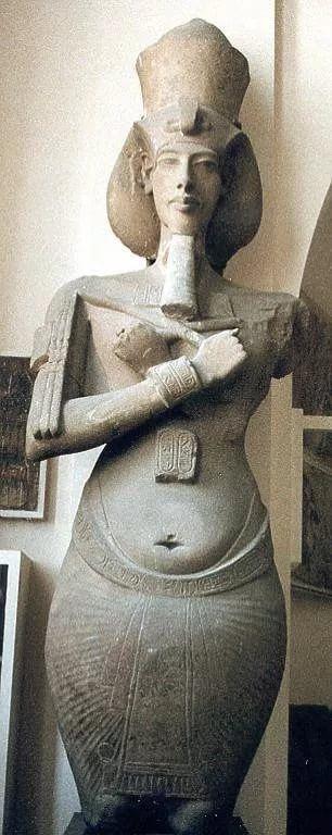 Колоссальная статуя Эхнатона. Ок. сер. 14 в. до н.э. Британский музей
