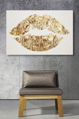 Oliver Gal Solid Kiss Canvas Art