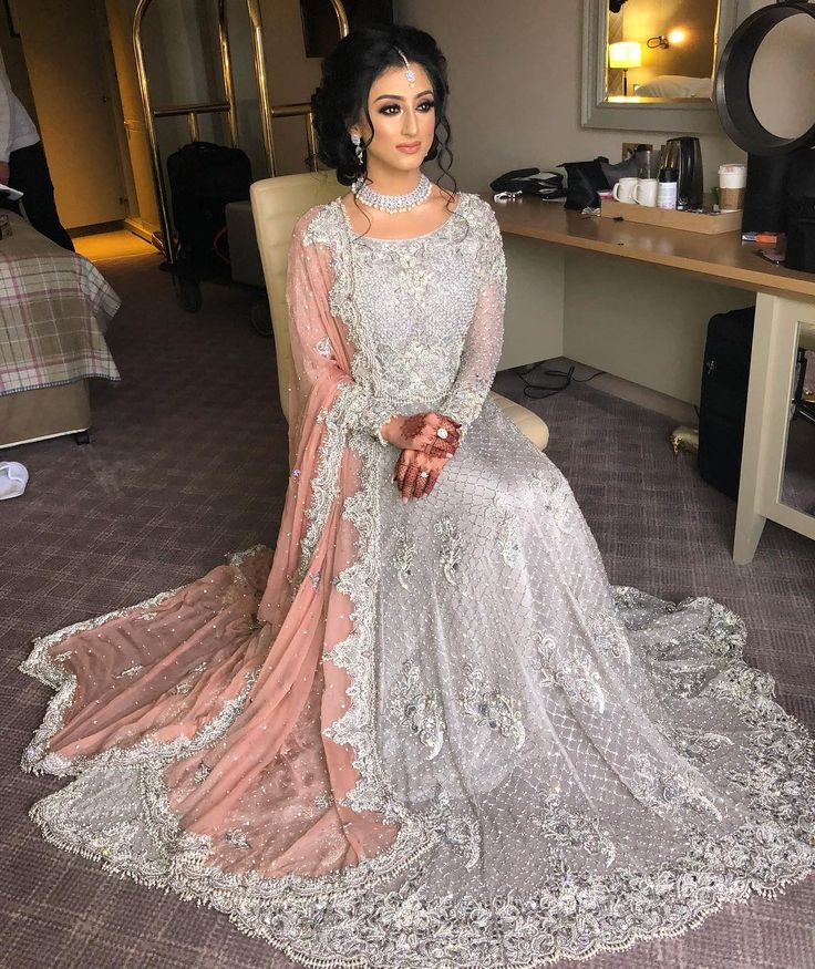 1,115 vind-ik-leuks, 22 reacties - NatashaFoziaMakeup (@natashafoziamakeup) op Instagram: 'Mahvesh looking like a princess on her Walima. Obsessed with this look!  outfit by…'