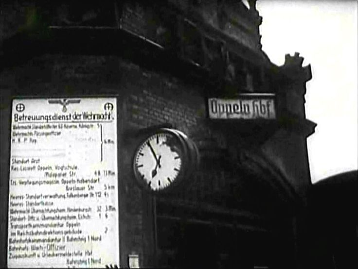 Gmach dworca kolejowego Opole Główne. Zdjęcie wykonano najprawdopodobniej w pierwszych dniach lutego 1945.