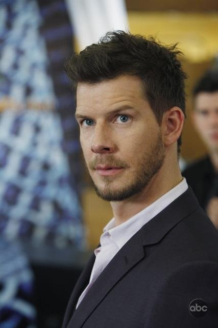 Eric Mabius.dommage qu'Ugly Betty ne passe plus à la T.V