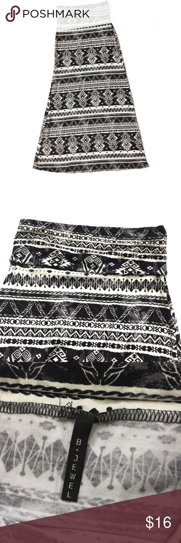 "B Jewel tribal maxi skirt Size Small - B Jewel - Black/white/gray maxi skirt.  Waist laying flat measures 12"" across and has elastic inside fold over waist. Length 39"".  In excellent condition. B Jewel Skirts Maxi"