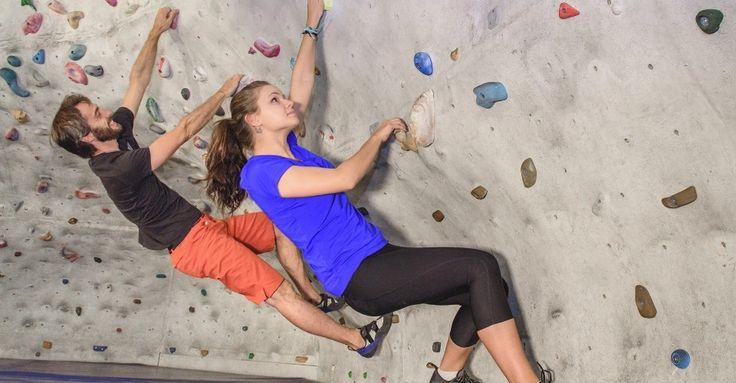 Bouldern, abgeleitet von dem englischen Begriff für Felsen (boulder), bedeutet Klettern. Gebouldert wird in der Regel an einer Kletterwand in geringer Höhe. Mit Geschicklichkeit und Kreativität, einem ausbalancierten Körpergefühl und der richtigen Technik gilt es, einen sicheren Weg durch den Parcours zu finden.