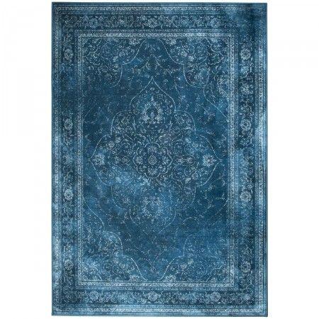 Ce Tapis vintage Rugged bleu de Drawer est vraiment le tapis dans l'air du temps. De style contemporain avec une nuance vintage, il inspire le luxe et un petit côté décalé propre au design hollandais...