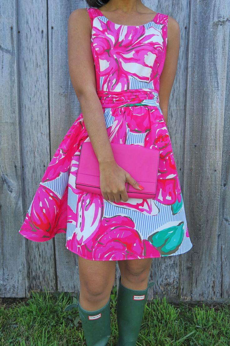 Run for the Roses with Vineyard Vines   vineyard vines dress, seersucker style, how to wear hunter boots, kate spade clutch, pink leather clutch, what to wear for kentucky derby, derby fashion