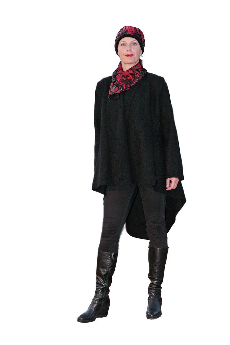 Walkmantel - Gehrock 100 % Wolle Farbe: schwarz, seitliche Eingriffstaschen, vorn kürzer - nach hinten lang auslaufend wie ein Schwalbenschwarz.
