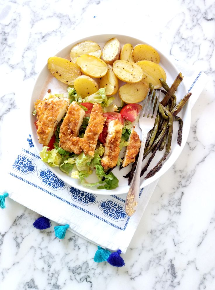 This Cornflakes Crusted Chicken with Asparagus and Potatoes is a super delicious dish, perfect for lunch or dinner.  #recipeswithchicken