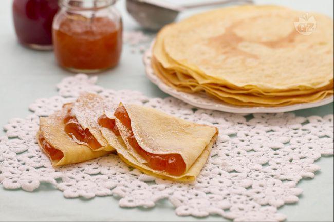 Pochi e semplici ingredienti (uova, farina, latte, burro), le crepes sono sottili e versatili frittatine, farcite con ripieni dolci e salati