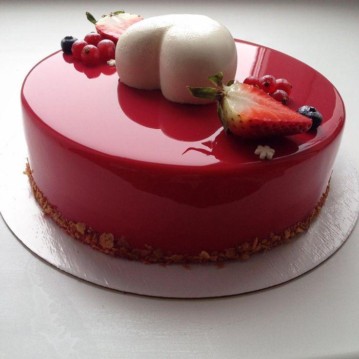 Gâteau glaçage brillant rouge