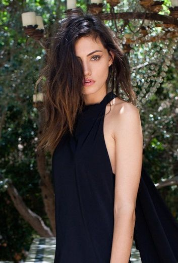 Phoebe Tonkin as Scarlett Anderson-Malcolm. Daughter of King Lloyd Anderson of…