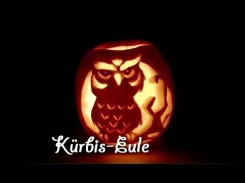 Ein etwas anderes Motiv für einen #Halloween-#Kürbis. In diesem Video bekommt ihr, sehr sympathisch gezeigt, wie das Eulenmotiv Stück für Stück in den kleinen Kürbis geschnitzt wird. Es macht sehr viel Spaß bei der Entstehung zu zuschauen und es sieht einfach Klasse aus am Ende.