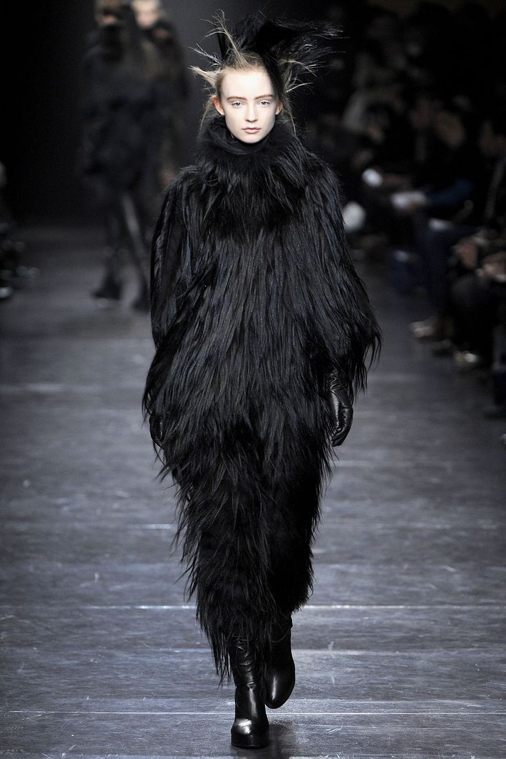 Ann Demeulemeester Parigi - Fall Winter 2011/2012 Ready-To-Wear - Shows - Vogue.it