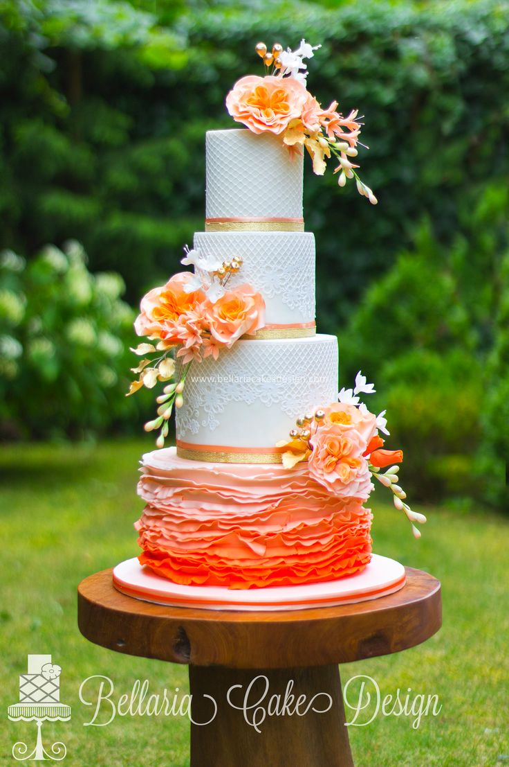 Pink and white wedding ruffled cake tartas de boda wedding cakes