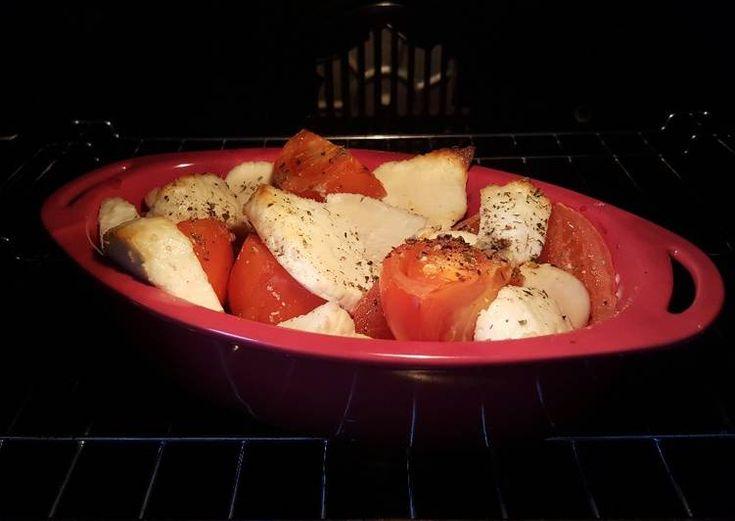 Теплый салат из помидоров и сыра