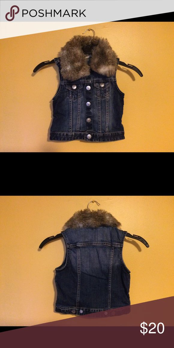 Toddler Sleeveless denim jacket with fur size 3-4Y Preowned H&M sleeveless denim jacket with fur in great condition. Order today ship out today. Fits true to size H&M Jackets & Coats Jean Jackets