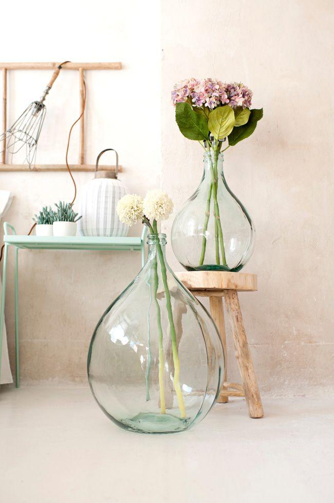 DecoLiving, decoración para casas felices. Love these glass oversized vases