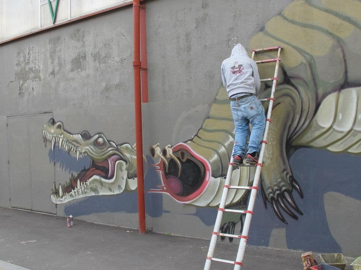 nychos the weird in paris 30 meter crocodile streetart. Black Bedroom Furniture Sets. Home Design Ideas