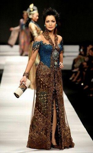 one of my fav. kebaya by the most famous kebaya designer anne avantie