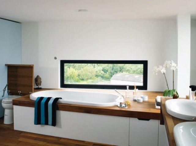 salle de bains blanc et bois