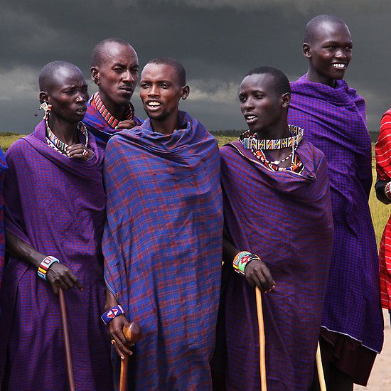 Masai Men - Kenya. BelAfrique your personal travel planner - www.BelAfrique.com