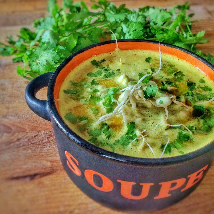 Cette soupe ayurvédique aux épices vous apportera de l'énergie pour l'hiver. Recette simple et rapide pour une soupe anti-inflammatoire.
