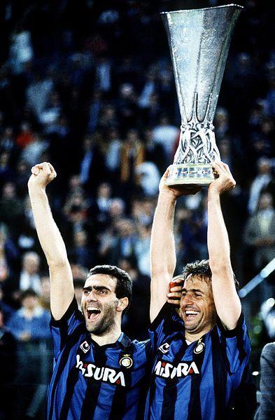 File:Bergomi e Ferri Coppa UEFA 1990-1991 Roma-Inter.jpg