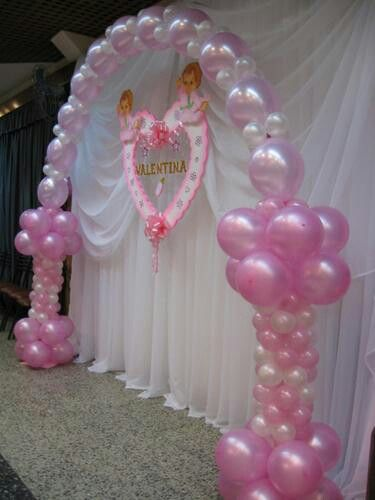 Decorations with balloons.